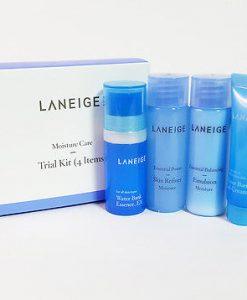 Set dưỡng ẩm Laneige Moisture Care Kit là set trong bộ dưỡng Laneige Water Bank với thành phần là ngân hàng nước tế bào, tạo ánh sáng và độ ẩm cho làn da suốt cả ngày với mùi thơm trái cây thật ưa thích.